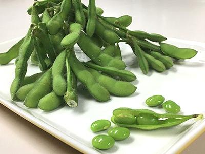 枝付きの枝豆は、収穫時期の夏ならでは