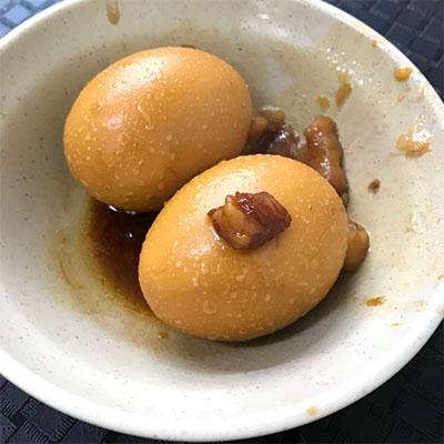 濃厚な煮汁で煮込まれた煮卵も絶品